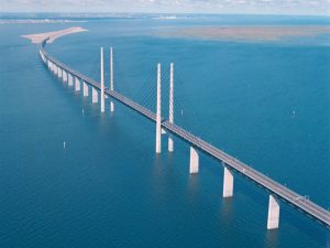 oresund-bridge-half-tunnel-half-bridge-and-a-bonus-artificial-island-41655_2