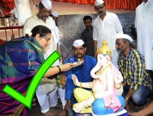 Mumbai: Actor Nana Patkar celebrates Ganesh Chaturthi in his Mumbai home, on Sep 17, 2015. (Photo: IANS)
